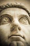 Huvud av den forntida statyn Royaltyfri Fotografi