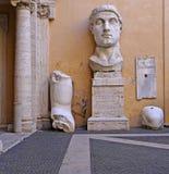 Huvud av den kolossala statyn av Constantine, Capitoline museum, Rome Royaltyfri Foto