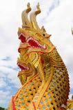 Huvud av nagasstatyn i tempel Royaltyfri Foto