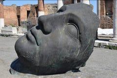 Huvud av statyn, Pompeii arkeologisk plats, nr Mount Vesuvius, Italien Royaltyfria Foton