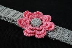 Huvudbindelgrå färger med rosa färgblomman Royaltyfria Foton