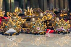 Huvudbonader av Balinesedansare som lägger på golvet för kapaciteten Fotografering för Bildbyråer