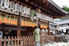 Huvudbyggnad av den Kumano Nyakuoji Jinja relikskrin, Kyoto, Japan Fotografering för Bildbyråer