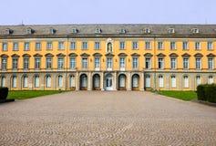Huvudbyggnad av universitetet i Bonn Arkivfoton