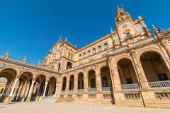 Huvudbyggnad i Plaza De Espana i Seville, Spanien royaltyfria foton