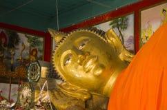 Huvudet av att vila nära övre för Buddha fördärvar av den forntida buddistiska templet av WatMuen Ngoen Kong Chiangmai Thailand Arkivfoton