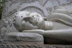 Huvudet av den sova Buddha nhatrang vietnam Arkivbild