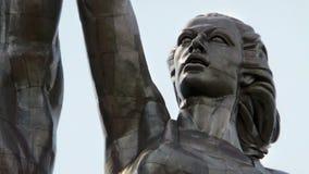 Huvudet av diagramet av kolchoskvinnan från den berömda sovjetiska skulpturarbetaren och kolchoskvinnan moscow russia Arkivfoton