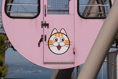 Huvudet av en katt dekorerar bilen av en pariserhjul (Japan) royaltyfri foto