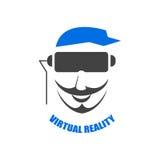 Huvudet av en man i en hjälm av virtuell verklighet Royaltyfri Fotografi