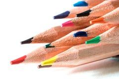 Huvudet av färgblyertspennan på teckningspapper som är idérikt och, startar upp mig Arkivfoto
