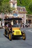 Huvudgata Disneyland för Horseless vagn arkivfoton