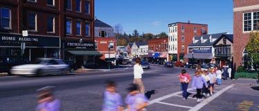 Huvudgata i en liten stad Royaltyfria Bilder