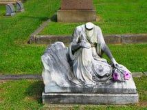 Huvudlös gravsten 1913 Arkivbild