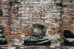 Huvudlösa Buddha fördärvar på tempelet Fotografering för Bildbyråer