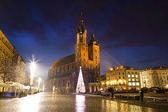 Huvudmarknadsfyrkanten i Krakow Royaltyfri Foto