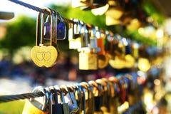 Huvudnyckel av förälskelsesymbolet Arkivbild