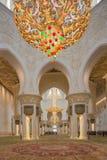 Huvudsaklig bönkorridor inom Sheikh Zayed Mosque Royaltyfri Bild