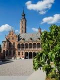 Huvudsaklig borggård av det nyligen renoverade museet Hof skåpbil Buysleyden, Mechelen, Belgien royaltyfri fotografi
