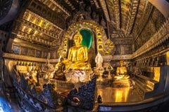 Huvudsaklig Buddhastaty på silver Ubosotha Royaltyfria Bilder