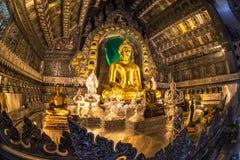 Huvudsaklig Buddhastaty på silver Ubosotha Arkivfoto