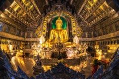 Huvudsaklig Buddhastaty på silver Ubosotha Royaltyfria Foton