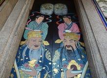 Huvudsaklig dörr på den kinesiska templet i Penang, Malaysia Arkivfoton