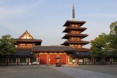 Huvudsaklig domstol av den Shitennoji templet i Osaka, Japan Royaltyfria Foton