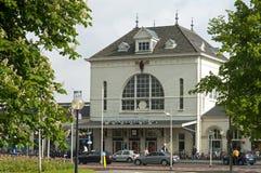 Huvudsaklig fasad av den historiska drevstationen Leeuwarden Royaltyfri Fotografi