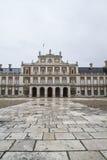 Huvudsaklig fasad. Slotten av Aranjuez, Madrid, Spain.World-arv sitter arkivfoton