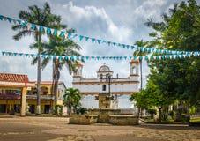 Huvudsaklig fyrkant av den Copan Ruinas staden, Honduras royaltyfria foton