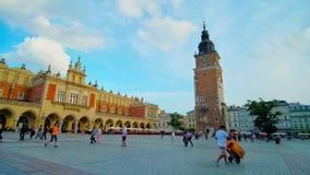 Huvudsaklig fyrkant av Krakow, Polen stock video