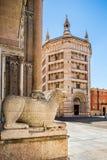 Huvudsaklig fyrkant av staden Parma, Italien arkivfoton
