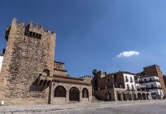 Huvudsaklig fyrkant av staden, till den kallade högra monumentet arkivfoton