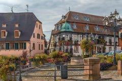 Huvudsaklig fyrkant i Barr, Alsace, Frankrike royaltyfri fotografi