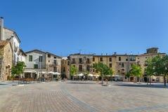 Huvudsaklig fyrkant i Besalu, Spanien arkivfoton