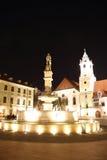 Huvudsaklig fyrkant i Bratislava (Slovakien) på natten Arkivbild