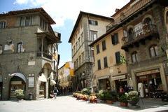 Huvudsaklig fyrkant i Cortona (Italien) arkivbild