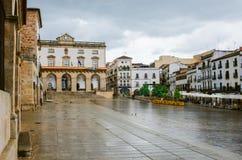 Huvudsaklig fyrkant i den Caceres staden, Extremadura royaltyfria bilder