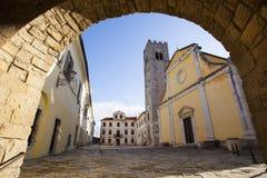 Huvudsaklig fyrkant i Motovun, Kroatien royaltyfri bild