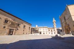 Huvudsaklig fyrkant i Penaranda de Duero royaltyfri bild