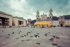 Huvudsaklig fyrkant med kyrkan, Bolivar fyrkant i Bogota, Colombia Arkivbilder