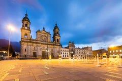 Huvudsaklig fyrkant med kyrkan, Bolivar fyrkant i Bogota, Colombia Arkivbild