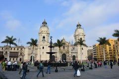 Huvudsaklig fyrkant och domkyrkan av Lima, Peru Arkivbilder