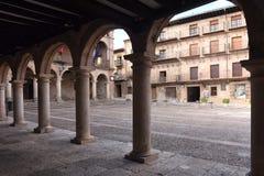 Huvudsaklig fyrkant och stadshus i Siguenza, royaltyfri fotografi