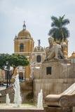 Huvudsaklig fyrkant & x28; Plaza de Armas& x29; och domkyrka - Trujillo, Peru Royaltyfri Bild