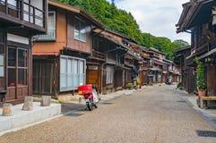 Huvudsaklig gata i den historiska stolpestaden Narai-juku i den Kiso dalen Arkivbild
