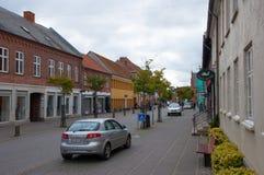 Huvudsaklig gata i stad av Soroe i Danmark Royaltyfria Bilder