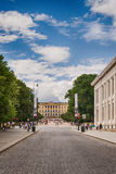 Huvudsaklig gata Karl Johans i Oslo, Norge royaltyfri bild