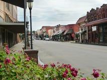 Huvudsaklig gata som är i stadens centrum, Van Buren, Arkansas royaltyfria bilder